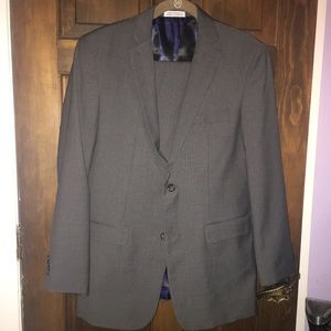 Teen Young Man's Izod Suit size 20R worn ONCE. EUC